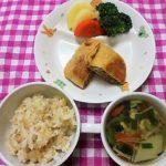 玄米・鮭と新じゃがのみそマヨネーズ焼き・ごま和え・牛乳味噌汁