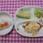 お誕生日会メニュー スティックおにぎり・野菜たっぷりチキン南蛮・サラダ・メロン